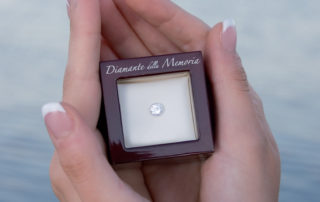 Diamanti dalle ceneri di cremazione